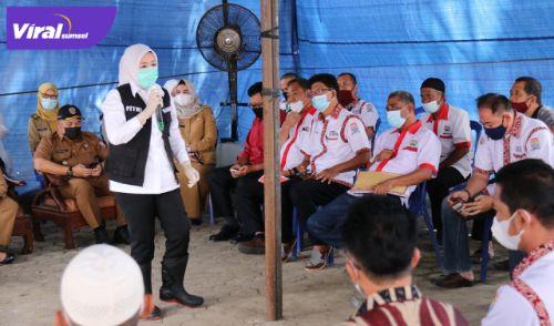 Wakil Walikota Palembang Fitrianti Agustinda ngantor di kelurahan. Foto : viralsumsel.com/kai