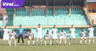 Starting eleven Sriwijaya FC jelang latihan bersama dengan PS Tira Persikabo. Foto : sfc for viralsumsel.com