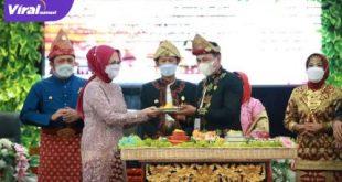 Gubernur Sumsel H Herman Deru bersama Walikota Palembang H Harnojoyo bersama Ketua DPRD Kota Palembang Zainal Abidin. Foto : viralsumsel.com/noto