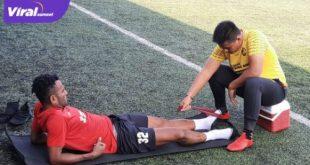 Gelandang Sriwijaya FC, Ronaldo Meosido dalam harus menepi dan mendapatkan perawatan fisioterapi. Foto : mo sfc for viralsumsel.com