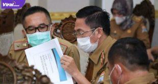 Sekda Kota Palembang, Ratu Dewa rapat evaluasi pengelolaan DAK maupun DID di Rumah Dinas Walikota Palembang, Senin, (21/6/2021). Foto : viralsumsel.com/nto
