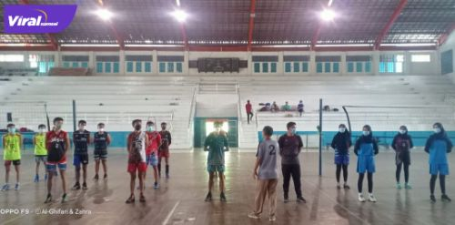 Sejumlah atlet bola voli kabupaten Lahat mengikuti seleksi Porprov, Selasa (22/6/2021). Foto : viralsumsel.com/oki