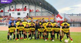 Skuat PS Putra Berlian Legend sebelum hadapi Sekayu Old Star di Stadion Serasan Sekate, Kota Sekayu, Kabupaten Musi Banyuasin (Muba), Sabtu (26/6/2021) sore. Foto : viralsumsel.com/devi