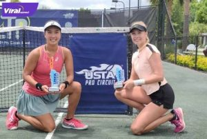 Petenis Aldila Sutjiadi bersama petenis asal Hungaria, Fani Stollar usai berhasil menjadi juara ganda putri turnamen ITF World Tennis Tour W60 yang digelar di Charleston, Amerika Serikat, Sabtu (26/6/2021). Foto : istimewa
