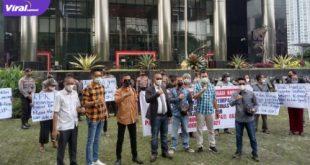 Sejumlah masa dari Bidik melakukan aksi di depan kantor Komisi Pemberantasan Korupsi Republik Indonesia, Jakarta, Senin, (28/6/2021). Foto : istimewa