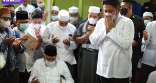 Gubernur Herman Deru ikut langsung menghadiri prosesi pemakaman almarhum KH Ahmad Nawawi Dencik Al-Hafidz di Pondok Pesantren Thafizh Putra Ahlul Qur'an, Senin (28/6/2021).Foto : viralsumsel.com/sep