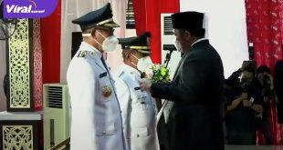 Gubernur Sumsel H Herman Deru lantik Ir H Heri Amalindo M.M dan Drs Soemarjono menjadi Bupati dan Wakil Bupati PALI, Jumat (18/6/2021). Foto : viralsumsel.com/sep