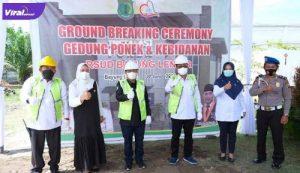 Sekda Muba Drs H Apriyadi MSi melakukan peletakan batu pertama Gedung PONEK dan Kebidanan, sekaligus meresmikan MCU RSUD Bayung Lencir, Rabu (1/7/2021). Foto : viralsumsel.com/devi