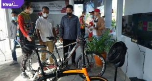 Kepala Dinas Pariwisata Kota Palembang, Isnaini Madani resmikanya Puncak Cafe di Jalan Puncak Sekuning, Minggu (4/7/2021). Foto : viralsumsel.com/arra