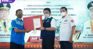 Bupati Banyuasin H Askolani bersama Gubernur Sumsel H Herman Deru peringati Hari Keamanan Pangan Sedunia di UPTD BPHPT, Banyuasin, Selasa (6/7/2021). Foto : viralsumsel.com/lam