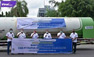 Jajaran Direksi PT Pusri Palembang lepas keberangkapan mobil tangki pembawa oksigen di Halaman Parkir Departemen Sekuriti Komplek Pusri, (30/6/2021). Foto : viralsumsel.com/darwin