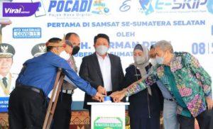 Gubernur Sumsel H Herman Deru melaunching Pojok Baca Digital dan Aplikasi E-SKIP, Kamis (8/7/2021). Foto : viralsumsel.com/sep