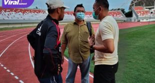 Pelatih Sriwijaya FC Nil Maizar, Pengurus KONI Sumsel Junaidi dan Dirtek Sriwijaya FC Inrdyadi. Foto : viralsumsel.com/ion