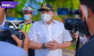 Bupati Muba Dr H Dodi Reza Alex Noerdin turun langsung ke jalan untuk ikut meninjau penertiban PPKM oleh para petugas, Senin (12/7/2021). Foto : viralsumsel.com/devi