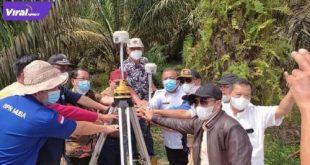 Sejumlah petugas mulai melakukan tahap pengukuran pembebasan lahan jalan bebas hambatan (TOL) Betung (Sp.Sekayu) – Tempino – Jambi.Foto : viralsumsel.com/sep