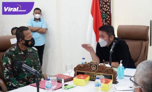 Gubernur Sumsel H. Herman Deru hadiri Rakor evaluasi PPKM Mikro secara virtual di Command Center Kantor Gubernur, Sabtu (17/7/2021). Foto : viralsumsel.com/sep