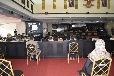 Suasana Rapat Paripurna ke-10, Masa Persidangan II Tahun 2021 terkait Penyampaian Raperda tentang Pertanggungjawaban Pelaksanaan Anggaran Tahun 2020, Rabu (21/7/2021). Foto : viralsumsel.com/nto