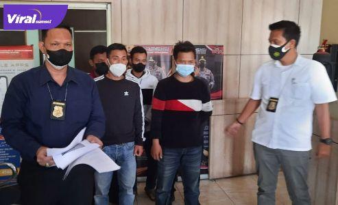 Direktorat Reserse Kriminal Umum Polda Sumsel menangkap lima orang pelaku pungli terhadap sopir di pintu tol Keramasan, Ogan Ilir, Rabu (21/7/2021). Foto : istimewa