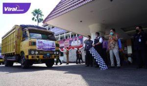 Gubernur Sumatera Selatan (Sumsel) H. Herman Deru saat melaunching Program Bantuan Beras PPKM 2021 Provinsi Sumsel di halaman kantor Gubernur, Kamis (22/7/2021) siang. Foto : viralsumsel.com/sep