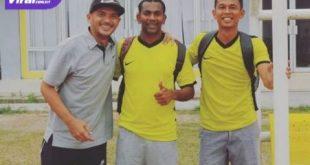 Wijay mantan bintang Sriwijaya FC bersama rekannya Jarot dan Mahyadi Panggabean. Foto : viralsumsel.com/ion