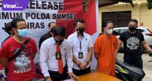 Anggota unit III Subdit III Jatanras Polda Sumsel pers rilis kasus pencurian di klinik Ladiva Skin Care di Jalan Jenderal Sudirman, Selasa (27/7/2021). Foto : viralsumsel.com/kai