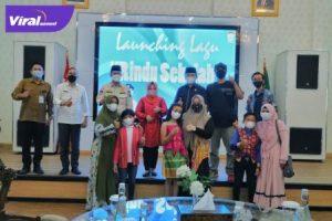 "Walikota Palembang H Harnojoyo usai peluncuran Lagu ""Rindu Sekolah"" di Rumah Dinas Walikota, Jalan Tasik Palembang, Selasa (3/8/2021).Foto : viralsumsel.com/sep"