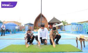 Gubernur Sumsel H Herman Deru meresmikan Kolam Renang Lombok Kenten dan Taman Bunga Jokis di Desa Kenten Laut Kecamatan Talang Kelapa Banyuasin, Jum'at (6/8/2021) siang. Foto : viralsumsel.com/sep
