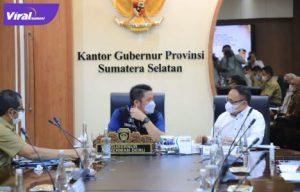 Gubernur Sumsel Herman Deru dalam rapat kerja bersama Anggota Komisi V dan Komisi IV DPR RI di ruang rapat Gubernur, Selasa (10/8/2021). Foto : viralsumsel.com/sep
