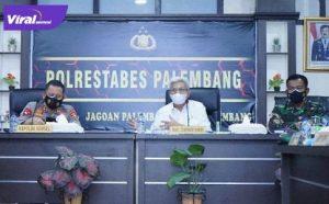 Wakil Gubernur Sumsel H Mawardi Yahya dalam Rakor tindak lanjut arahan Presiden RI tentang PPKM di Aula Cendrawasih Polrestabes Kota Palembang, Selasa (10/8/2021) pagi. Foto : viralsumsel.com/sep