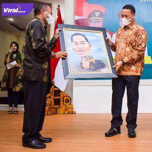 Malam kenal pamit Kapolres Muba dari AKBP Erlin Tangjaya SH SIk kepada AKBP Alamsyah Pelupessy SH SIk Msi, Selasa malam (22/3/2018). Foto : viralsumsel.com/devi