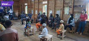 Lanal Palembang mengadakan khitanan massal gratis bagi warga pesisir di sungai Ogan di Kelurahan 15 Palembang. Sabtu (14/8/2021). Foto : viralsumsel.com/kai