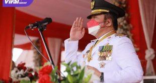 Gubernur Sumsel H Herman Deru sebagai inspektur upacara peringatan detik-detik proklamasi yang dipusatkan di Griya Agung Palembang, Selasa (17/8/2021) pagi. Foto : viralsumsel.com/adi