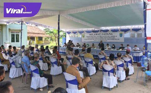 Suasana reses tahap dua 2021 Anggota DPRD Sumsel Dapil OKI-OI di Kecamatan Kayuagung, OKI,. Foto : viralsumsel.com