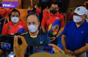 Sekretaris Daerah Muba Drs H Apriyadi MSi, usai membuka Kejuaraan Daerah Bulutangkis Bupati DRA Cup 2021, di Gedung Olahraga Ranggonang Sekayu, Senin (20/9/2021). Foto : viralsumsel.com/devi