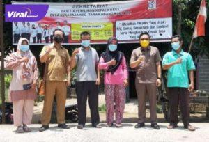 Kabid Pemerintah Desa DPMD Kabupaten PALI Rizal Pahlevi saat mengunjungi sekretariat panitia Pilkades. Foto : viralsumsel.com/eko