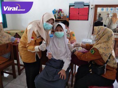 Sejumlah pelajar SLB Negeri Sekayu melakukan vaksinasi tahap pertama, Kamis (23/9/2021). Foto : viralsumsel.com/devi