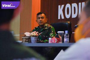 Dandim 0401 Muba Letkol Arh Faris Kurniawan SST MT pada rapat koordinasi persiapan penyelenggaraan Latihan Bersama dan Simulasi Lomba Sepeda di Ruang Rapat Makodim 0401 Muba, Jumat (24/9/2021). Foto : viralsumsel.com/devi