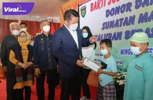 Gubernur Sumsel H Herman Deru hadiri kegiatan baksos yang digelar IKB Manku, di Jalan Panjaitan Plaju Palembang, Minggu (26/9/2021).Foto : viralsumsel.com/win