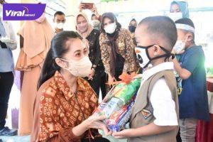Thia Yufada Dodi Reza Pembina Posyandu Muba, dalam rangkaian HUT Posyandu Balita Amanah ke-2, Sabtu (2/10/2021). Foto : viralsumsel.com/devi