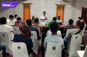 Wakil Bupati PALI, Drs H Soemarjono pimpin mediasi perwakilan masyarakat, LIN serta dari pihak PT SLR. Foto : viralsumsel.com/eko