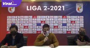 Nil Maizar pelatih kepala Sriwijaya FC beri keterangan pada awak media. Foto : viralsumsel.com