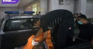 Seorang pemuda ditemukan tewas tergelak di baseman parkiran Palembang Indah Mall (PIM), Jalan Letkol Iskandar, Kecamatan Ilir Barat I, Palembang Jumat (8/10/2021) sore. Foto : viralsumsel.com/kai