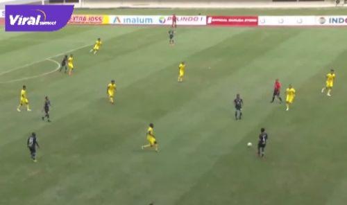 Pertandingan Muba Babel United vs PSMS Medan di Stadion Gelora Sriwijaya, Senin (11/10/2021). Foto : viralsumsel.com