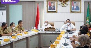 Wakil Gubernur Sumsel H Mawardi Yahya saat memimpin rapat persiapan penyelenggaraan Sriwjaya Ranau Grand Fondo Tahun 2021, Selasa (12/10/2021). Foto : viralsumsel.com/win