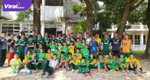 Para pemain PSMS Medan pose bersama anak-anak SSB Elmas. Foto : viralsumsel.com/fia