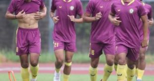 Para pemain KS Tiga Naga berlatih sebelum hadapi Sriwijaya FC. Foto : ig