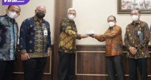 Wakil Gubernur Sumsel H Mawardi Yahya menerima Anggota Dewan Pengawas BPKH RI, Jum'at (22/10/2021). Foto : viralsumsel.com/win