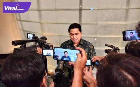 Menteri BUMN RI Erick Thohir beri keterangan pada awak media. Foto : viralsumsel.com